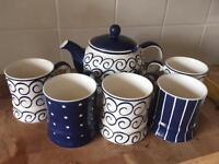 Lovely whittard teapot with matching cups (5)