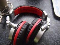 dj headphones plus studio mic