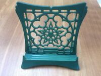 Le Creuset Cast Iron Adjustable Recipe Cook Book Stand / Holder in Green