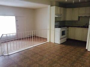 $1499 - 3 Bd TH - IN SUITE WASHER & DRYER, close to WEM!