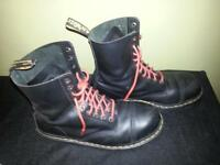 A VENDRE DR.MARTENS 10 hole airwair Steel Toe size 12uk