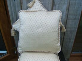 Set of 4 cushion covers and pads