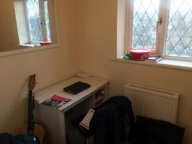 Single Student Room Guildford Available on March