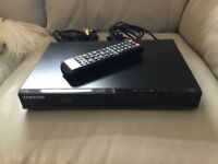 Samsung bd-J4500 blu-ray player with 2 films