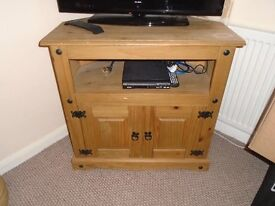 tv cabinate and bedside unit