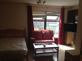 Luxury Studio - £900pm Including bills - Canary Wharf E14 - Fully Furnished