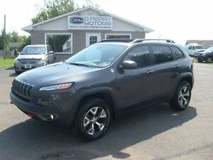 2015 Jeep Cherokee Trailhawk V6 Loaded, Leather, Nav, Moon Roof,