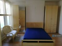 1 bedroom in Green Lanes, London, N21 (#978794)