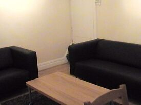 ROOM TO LET SHARING WITH 3 LEEDS TRINITY UNIVERSITY 3RD YEAR STUDENTS - ALSO GOOD FOR LEEDS BECKETT