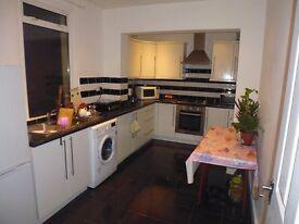 Beautiful three bedroom, one living room flat is in Livingstone road