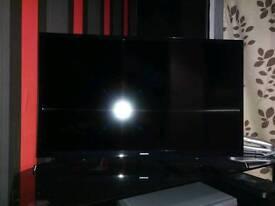 """Samsung 32"""" led TV with original box"""