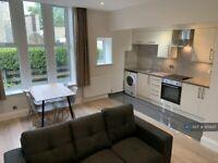 1 bedroom flat in Otley Road, Leeds, LS16 (1 bed) (#1115647)