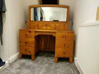 Solid wood antique finish dressing table with mirror