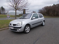 RENAULT CLIO DYNAMIQUE 1.2 SILVER 2005 SPARES OR REPAIR LONG MOT DRIVES BARGAIN ONLY £350 *LOOK*