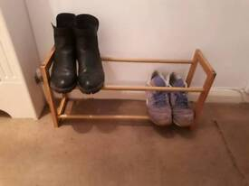 Wooden sturdy easy-extendable shoe rack. Gd condition.
