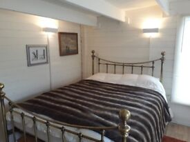 Lovely brass king size bed (150cm x 200cm) with or without memory foam mattress