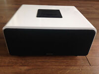 Docking station for iPod, iPhone, Samsung, etc includes AUX connection - Full working order