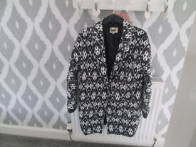 LADIES BLACK/WHITE AZTEC BOYFRIEND JACKET - SIZE 12 - VGC