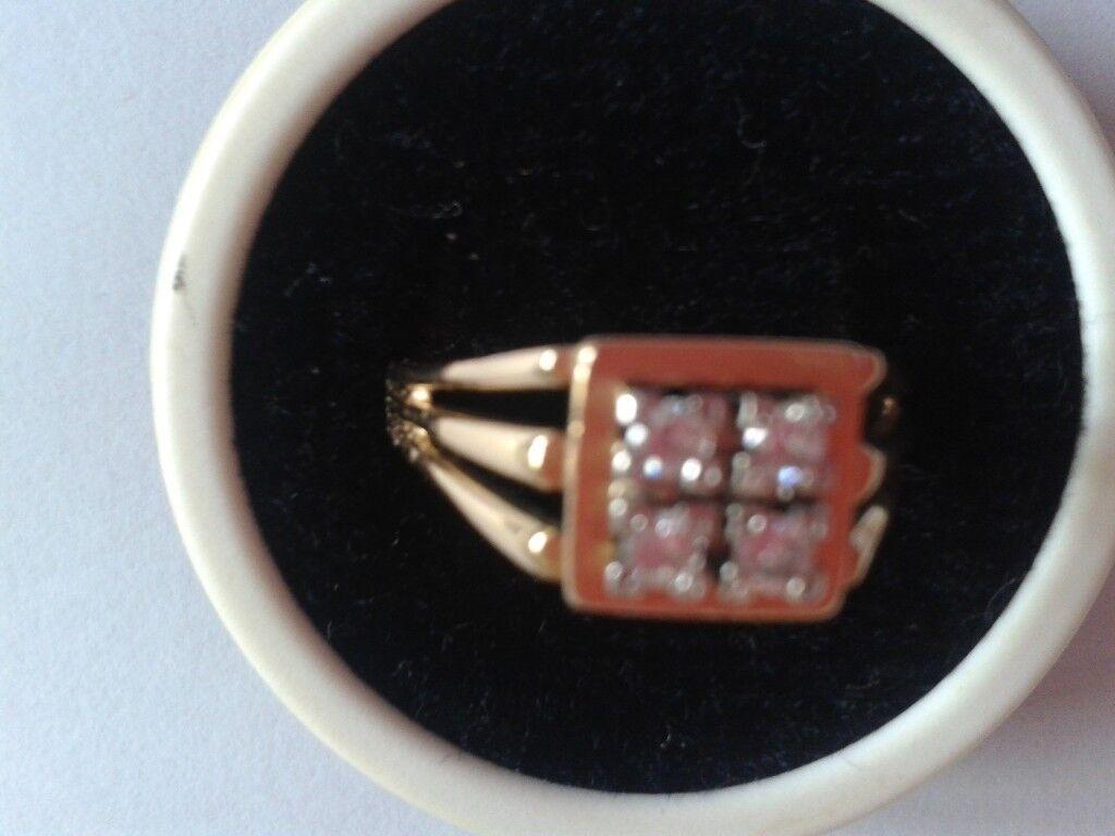 18ct Gold & Diamond Ring - square set