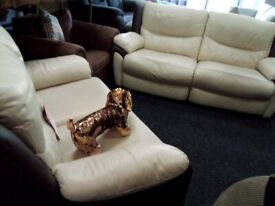 Lazy boy recliner 3&2 sofas tags attached