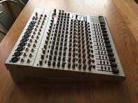 Behringer Eurorack UB2442FX-Pro 16 Channel Mixer