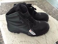Goliath Safety Boots Size 7