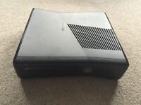 Xbox 360 S 4gb console, Kinect, DJ Hero and games