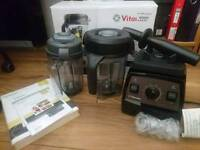 Vitamix Pro 300 Professional Series food processor / blender and Dry Container