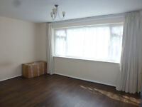 Lovely 2 bedroom flat with separate living room in Oak House, Croydon, SE20.