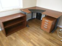 Desk with drawers perfect work space BARGAI:N