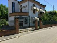 Wonderful 3 level House, with garden for sale (Italy)