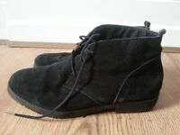 Leather ankle boots size 6 UK.