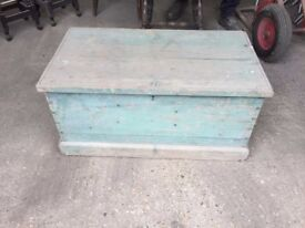 Wooden Chest/ Trunk Old Vintage Retro Coffee Table needs refurb