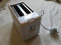 Argos Toaster 800wt white used £3