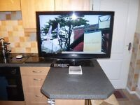 """SAMSUNG 'Smart' 40"""" High Definition LCD TV. (Series 6). Includes WiFi Dongle !"""