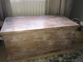 Vintage chest, excellent condition