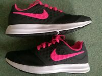 Girls Nike trainers size 3 barely used (indoors only)