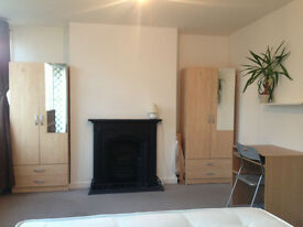 DOUBLE ROOM FOR A COUPLE IN MILE END, ZONE 2