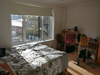SPARE ROOM IN THREE BED FLAT WITH DOUBLE BEDS AND EN-SUITES
