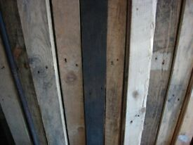 40 PLANKS OF 3 FEET LONG RECLAIMED PALLET WOOD, NAILS REMOVED (DELIVERY POSSIBLE)