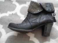 Boots for sale size 5