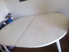 Shabby chick exetenable dinning room table and four chairs