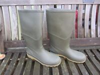 Pair size 43 (9) man's wellington boots in very good condition
