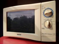 Free Microwave 800W Sanyo in good working order