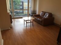 Elephant and Castle SE17. *AVAIL NOW* Large, Light & Modern 3 Bed Furnished Flat with Balcony