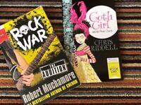 Rock war & goth girl reading books