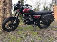 BULLIT HUNT 125cc, like new, only 550 miles, leather saddle bags