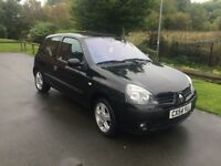 Black Renault Clio for sale for £695. MOT until Apr 2018.