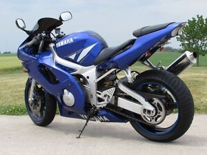 2001 yamaha  R6  Smooth, Clean, two good tires  Only $20/week London Ontario image 3