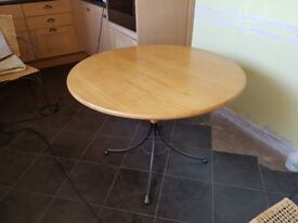 Table Round ideal for Kitchen